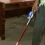 Prototipo del bastón electrónico mostrado por Frank Hernández.