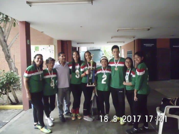 Jugadoras de Trujillo y sus entrenadores en el Nacional de goalball femenino 2017.