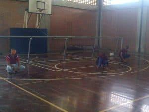 Foto del partido entre los equipos de Bolívar y Carabobo en el Nacional de goalball masculino de este año en Caracas.