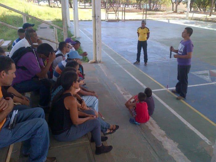 Participantes de la creación de ASOCIEBO en las gradas del polideportivo Vista al Sol.