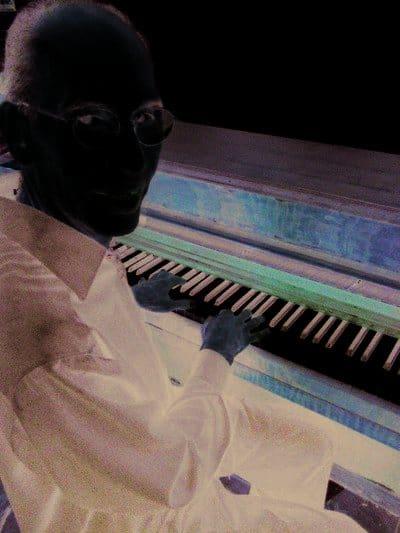 Carlos Louise y su piano.